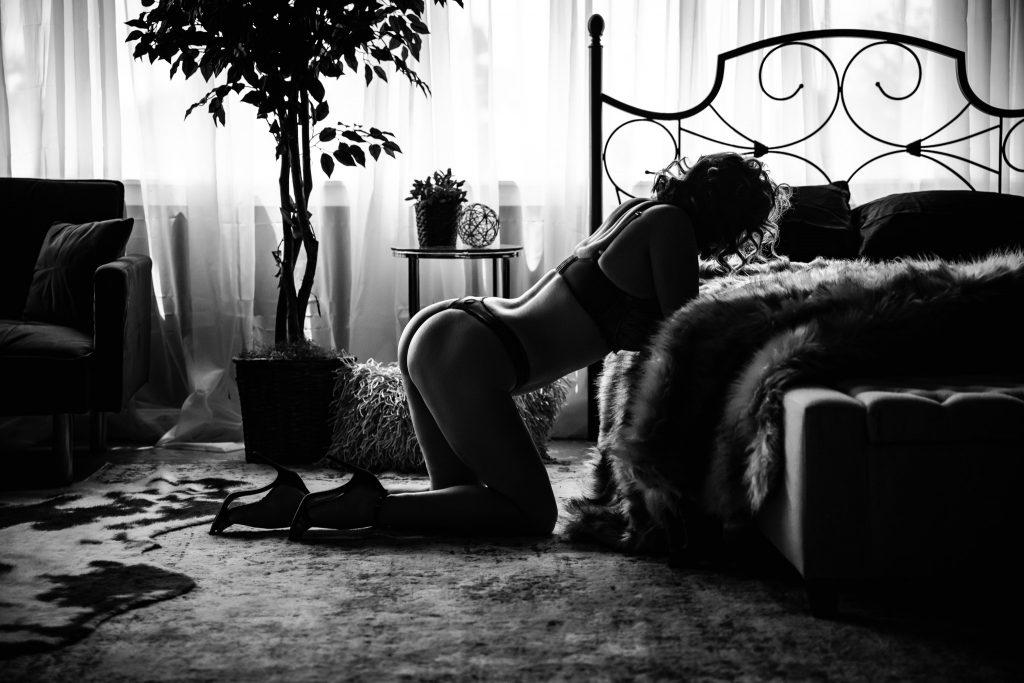 black and white boudoir picture in ashburn va