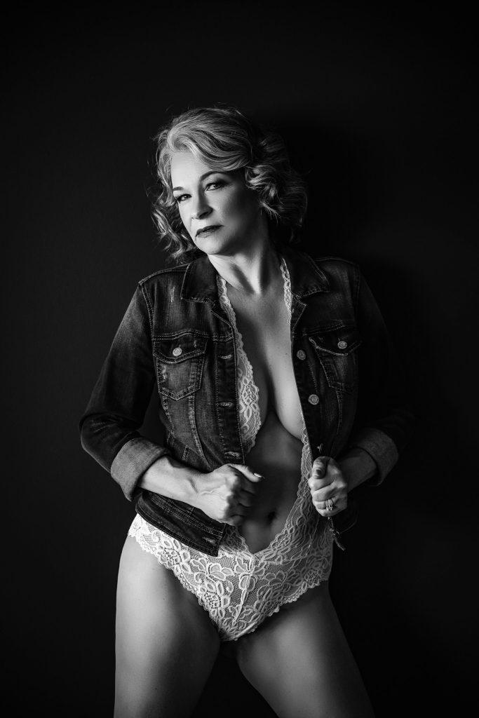 the best loudoun county boudoir photographer