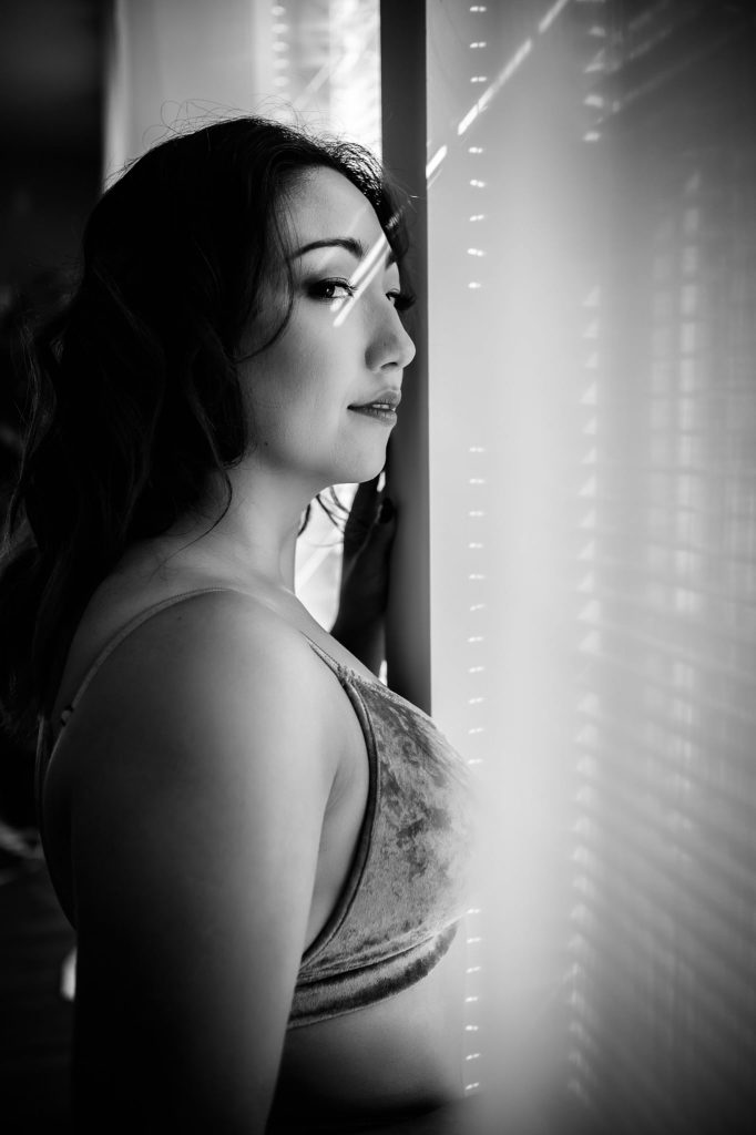 creative lighting using window blinds in photography